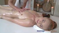 Массажистка занялась сексом с пациенткой