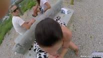 Трахнул силиконовую девку 20 лет на улице